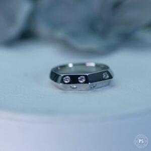 ダイヤモンドが入ったプラチナリング
