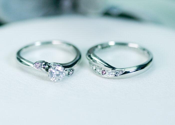 鮮やかなピンクダイヤモンドのリング。